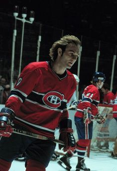 Guy Lafleur - Montreal Canadiens His flowing mane is why I'm a life long Habs fan from the heart of Western Canada. Montreal Canadiens, Mtl Canadiens, Usa Hockey, Bruins Hockey, Hockey Season, Of Montreal, Hockey Games, Vancouver Canucks, National Hockey League