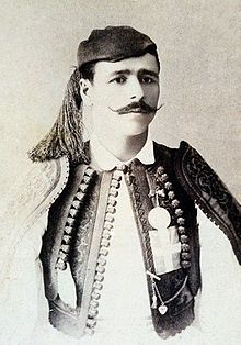 TIL after winning the first marathon at the 1896 Olympics Spyridon Louis was offered anything he wanted by the King of Greece. He asked for a donkey cart to help him with his mineral water business. Battle Of Marathon, First Marathon, 1896 Olympics, Greek Olympians, Olympic Marathon, American Athletes, Royal Guard, Summer Games