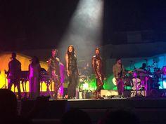 Rihanna fa il pieno a Torino con effetti speciali e balletti sexy. E domani a Milano si replica