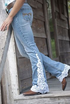 Denim and lace Diy Jeans, Denim And Lace, Diy Clothing, Sewing Clothes, Jeans Recycling, Vetements Clothing, Diy Vetement, Denim Ideas, Denim Crafts