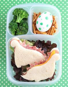 Today I'm sharing the fourth tutorial in my Everyday Bento video series! The video below demonstrates how to make the Dinosaur Bento Box from the book and it's Bento Box Lunch For Kids, Bento Kids, Cute Bento Boxes, Bento Lunch Ideas, Bento Lunchbox, Lunch Snacks, Home Lunch Ideas, Lunch Ideas Kids At Home, Breakfast