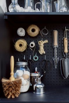 A New Use for Chalkboard Paint: Toolshed Makeover, Garden Edition - Remodelista A corner of the shed holds a flowerpot brush, a plant mister, and a jar of eggshells. (Why the eggshells? See Gardening How to Use Eggshells in the Garden for more. Garden Tool Shed, Garden Tool Storage, Shed Storage, Storage Design, Garage Shed, Garage House, Garage Walls, Egg Shells In Garden, Shed Makeover