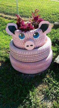 25 Creative DIY Garden Decoration Ideas Using Old Tires Diy Garden Projects, Garden Crafts, Diy Garden Decor, Garden Decorations, Garden Ideas, Pig Crafts, Garden Tips, Tire Craft, Painted Tires