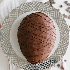 Bolo de páscoa: lindo e delicioso!   Salve essa receita em nosso aplicativo:  http://link.tastemade.com/HE7m/PAY8H1x2mA