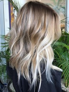 Here's Every Last Bit of Balayage Blonde Hair Color Inspiration You Need. balayage is a freehand painting technique, usually focusing on the top layer of hair, resulting in a more natural and dimensional approach to highlighting. Hair Day, New Hair, Your Hair, Balayage Blond, Hair Color Balayage, Balayage Hairstyle, Baylage Blonde, Blonde Highlights, Blonde Balayage Mid Length