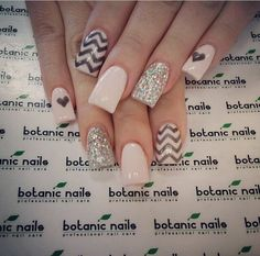 Botanic nails nude, black, lines and hearts – Watch out Ladies Nude Nails, Nail Manicure, Acrylic Nails, Botanic Nails, Instagram Nails, Nails 2017, Glitter Nail Art, Bling Nails, Fabulous Nails