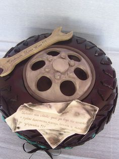 A delicious tire cake. Just Cakes, Cakes For Boys, Unique Cakes, Creative Cakes, Beautiful Cakes, Amazing Cakes, Tire Cake, Wheel Cake, Cupcakes Decorados