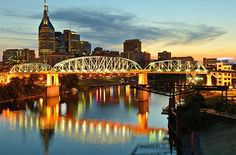 Nashville, Tennessee -- Music City each fall has a slate of festivals, headliner shows, and the opening of the theater and opera seasons. Kick off autumn with the Music City Eats: Nashville Food, Wine & Spirits Festival (September). Take your pick of the area's pumpkin patches, corn mazes, and farmers' markets, or embark on the TN Central Railway Museum's 10-hr Fall Foliage Excursion for leaf peeping throughout the highlands of Tennessee. Peak colors occur around the 3rd & 4th wks of…