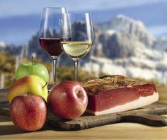 Festa do Speck no Alto Ádige-Itália! Sábado e domingo, dias: 4 e 5 de outubro de 2014! Todo ano, milhares de pessoas vêm nesta região para apreciar a combinação única de dois elementos: o speck do Alto Ádige e o panorama alpino espetacular do Tirol do Sul.