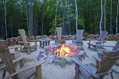 Hidden Pond Resort is a Wedding Venue in Kennebunkport, Maine, United States. See photos and contact Hidden Pond Resort for a tour. Rustic Curtains, Rustic Walls, Rustic Farmhouse Decor, Rustic Kitchen, Rustic Decor, Rustic Cafe, Rustic Logo, Rustic Backdrop, Rustic Bench
