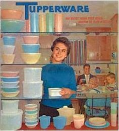 I love tupperware containers.especially the old retro tupperware. Vintage Tupperware, Vintage Kitchenware, Vintage Dishes, Vintage China, Retro Ads, Vintage Advertisements, Pub Vintage, Vintage Stuff, Vintage Items