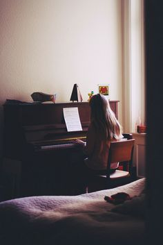 neurite:    the sorrows of a young pianist (by Regina Leah)