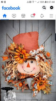 Holiday Wood Crafts, Fall Crafts, Crafts To Make, Scarecrow Doll, Scarecrow Wreath, Fall Halloween, Halloween Crafts, Happy Halloween, Thanksgiving Tree