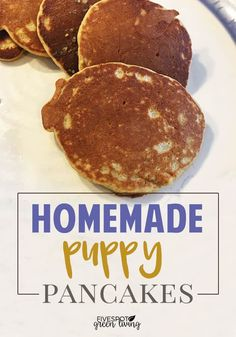 Whether you buy store-bought food or cook healthy recipes for your pup, this homemade protein pancake recipe for dogs is super easy and delicious! stuff Easy Homemade Pancakes for Dogs - Five Spot Green Living Easy Homemade Pancakes, Homemade Dog Cookies, Homemade Dog Food, Cookies For Dogs, Pancake Recipe Easy Fluffy, Homemade Recipe, Dog Biscuit Recipes, Dog Treat Recipes, Dog Food Recipes