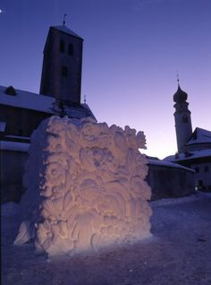 Go to San Candido (Dolomites) from 9-11 January for the Snow Sculpture Festival.. 30 artists coming from all over the world will participate!
