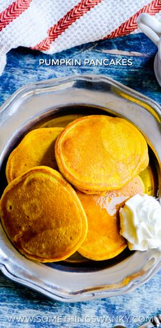 Welcome the beginning of Fall with a big batch of pumpkin pancakes! Top with maple syrup, chocolat chips, and whipped cream for an unforgettable breakfast. Pumpkin Pancakes, Pancakes And Waffles, Pumpkin Dessert, Brunch Recipes, Breakfast Recipes, Dessert Recipes, Brunch Dishes, Breakfast Dishes, Pumpkin Recipes