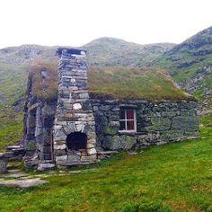 Green Roofs Everywhere. Turf roof stone cabin in Kjenndalshytta, Norway. Stone Cottages, Cabins And Cottages, Stone Houses, Abandoned Houses, Abandoned Places, Old Houses, Stone Cabin, Rustic Home Interiors, Rustic Cottage