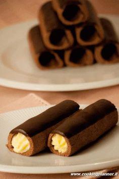 Cannolo di frolla al cacao con crema pasticcera al burro
