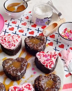 Valentine's Day Brownies - Two Ways. - DomestikatedLife Dark Chocolate Brownies, Brownie Bites, Easy Desserts, Icing, Caramel, Valentines Day, Treats, Dishes