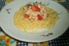Tiras de frango com tomate fresco e esparguete Spaghetti, Ethnic Recipes, Food, Chicken Strips, Kitchen, Soups, Ethnic Food, Essen, Meals
