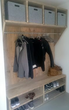 Mudroom Ideas - Mudrooms and access can be essential for keeping your residence arranged. If you're desiring an elegant as well as effective space, browse through these . ideas cubbies Smart Mudroom Ideas to Enhance Your Home Room Interior, Interior Design Living Room, Mudroom, Home Projects, Home And Living, Shelving, Sweet Home, House Design, Storage