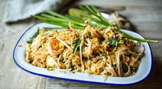 Pad thai med tofu og reker Pad Thai Sauce, Healthy Living Recipes, Fish Recipes, Food Inspiration, Food To Make, Good Food, Awesome Food, Food And Drink, Pasta