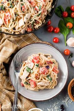 Creamy Tuscan chicken pasta brings together tender chicken breasts, fresh tomatoes, fresh spinach, and crispy bacon in a simple creamy alfredo sauce to make the perfect dinner for pasta night! #pasta #chicken #tuscan #dinner Orzo Pasta Recipes, Pasta Dinners, Chicken Recipes, Easy Main Dish Recipes, Entree Recipes, Easy Recipes, Chicken Linguine, Tuscan Chicken Pasta, Cherry Tomato Pasta