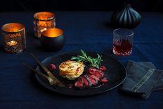 Reinsdyrfilet og fløtegratinerte potetkaker | Coop Mega Table Decorations, Food, Essen, Meals, Yemek, Dinner Table Decorations, Eten