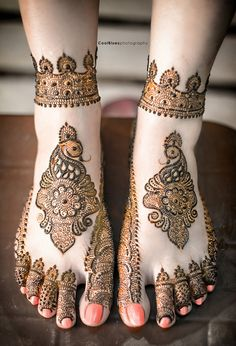 Here is the latest collection of best feet mehndi design. Henna is one of the most important part of sixteen makeup. Latest Foot Mehndi Design for you. Dulhan Mehndi Designs, Mehandi Designs, New Mehndi Designs Images, Cool Henna Designs, Henna Tattoo Designs Arm, Mehndi Design Pictures, Bridal Mehndi Designs, Mehndi Images, Heena Design