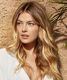 Colored locks, intense shades, luminous bases and games of original contrasts, here are all the hair color trends for spring summer Summer Haircuts, Haircuts For Long Hair, Long Hair Cuts, Summer Hairstyles, Straight Hairstyles, Yellow Hair, Green Hair, Purple Hair, Famous Hairdressers
