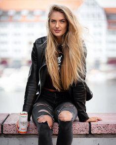 Andrea Lopez, Carolina Cruz, Leather And Lace, Leather Jacket, Leder Outfits, Celebrity Stars, German Women, Military Girl, Blonde Beauty