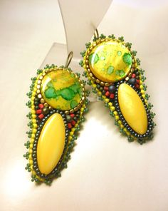 FULL MOON Yellow Green Mother of Pearl Seed Beads by dharajewelry