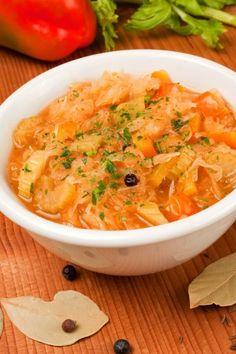 Ein tolles vegetarisches Rezept aus der Herbst/Winter-Küche: Die Sauerkrautsuppe schmeckt köstlich und wärmt von innen - was will man mehr?