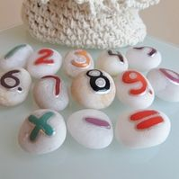 Math's fun game for children - Counting stones from 0 to 9 in a gift crochet bag