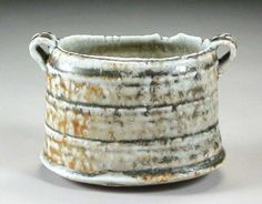 Australian and New Zealand International Ceramic Art Collection, Sandy Lockwood . salt glazed, wood fired and beautiful! Ceramic Pots, Ceramic Clay, Ceramic Pottery, Tea Bowls, Plates And Bowls, Earthenware, Stoneware, Ash Fire, Clay Bowl