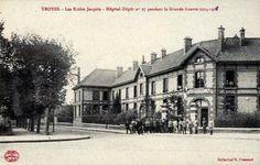 Les écoles maternelle et de garçons du  Cours Jacquin deviennent l'Hôpital-Dépôt n° 27, en mai 1916 (130 lits).