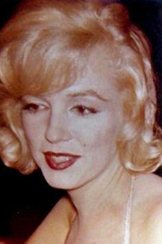 """Image - 1959 / Marilyn accompagnée par Montgomery CLIFT lors de la Première du """"One man show"""" d'Yves MONTAND, à New-York. - Wonderful-Marilyn-MONROE - Skyrock.com"""