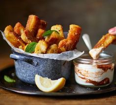 Have you ever imagined how halloumi could be even more amazing? The answer is: deep fry it into chips! Halloumi fries are the ulitmate indulgent snack. Tapas Recipes, Bbc Good Food Recipes, Vegetarian Recipes, Cooking Recipes, Yummy Food, Shrimp Recipes, Appetizer Recipes, Hallumi Recipes, Tapas Food