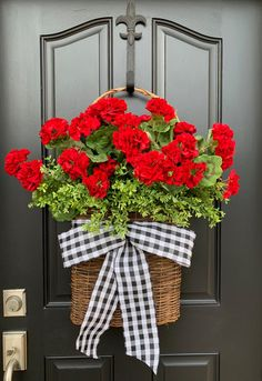 Spring Red Geranium Basket Front Door Baskets for Spring Summer Door Wreaths, Wreaths For Front Door, Red Front Doors, Front Porch, Mesh Wreaths, Ikebana, Red Geraniums, Front Door Decor, Diy Wreath