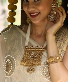Necklaces Dainty Saved by radha reddy garisa Gold Earrings Designs, Gold Jewellery Design, Gold Jewelry, Beaded Jewelry, Jewelery, Rajputi Jewellery, Maxi Collar, Swarovski, India Jewelry