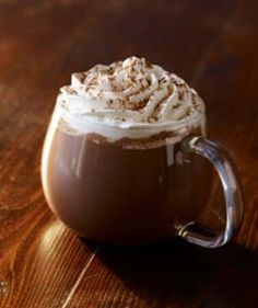 Starbucks Classic skinny hot chocolate, ok this one probably isn't very skinny. Homemade Hot Chocolate, I Love Chocolate, Chocolate Coffee, Chocolate Sprinkles, Christmas Chocolate, Frappuccino, Starbucks Menu, Starbucks Coffee, Food Fantasy
