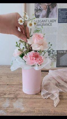 Creative Flower Arrangements, Flower Arrangement Designs, Beautiful Flower Arrangements, Floral Arrangements, How To Wrap Flowers, Diy Flowers, Paper Flowers, Fake Flowers Decor, Flower Bouquet Diy