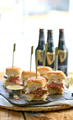 Corned Beef and Cabbage Sliders. Slow Cooker Corned Beef and Cabbage Sliders with Guinness Mustard! The perfect holiday meal! Slow Cooker Corned Beef, Slow Cooker Recipes, Crockpot Recipes, Cooking Recipes, Tapas, St Patricks Day Food, Saint Patricks, Corn Beef And Cabbage, Irish Recipes