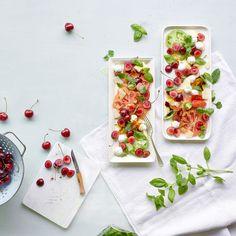 Salade de tomates, mozzarella et cerises