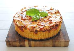 Is it pasta? Is it a deep dish pizza pie? It's rigatoni Pasta Pie, and it's being summoned to your belly right about now! Rigatoni Pasta Pie, Baked Rigatoni, Pasta Bake, Fun Pasta, Tortellini, Pie Recipes, Cooking Recipes, Good Food, Yummy Food
