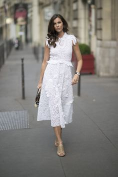 Pin for Later: Looks to Inspire Your Best Dressed Summer Yet Lacey floral details take this white dress to the next level. Simply Fashion, Only Fashion, Fashion News, White Outfits, Summer Outfits, Summer Dresses, Casual Outfits, Street Style Summer, Street Style Looks