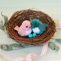 Follow our tutorial to make a set of yarn birds with your little ones! These love birds are especially great as a cute Valentine's Day project