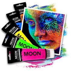 Felle kleuren op je huid en nagels? Geen probleem met onze neon blacklight make-up! Wij bieden bodypaint, lipstick, nagellak en andere cosmetische producten dat oplichten onder black-light ( in de club..)! Bodypaint, Neon Moon, Light In, Energy Drinks, Eyeliner, Club, Lipstick, Eye Liner, Eyeliner Pencil