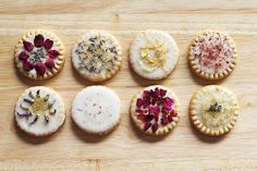 Dessert Hack Dried Flower Cookies in 3 Simple Steps is part of Summer dessert Cookies - Impress guests with simple, yet stunning cookies! All you'll need are shortbread cookies, confectioners' sugar, a lemon, and edible dried flowers Shortbread Recipes, Shortbread Cookies, Sugar Cookies, No Bake Oreo Cheesecake, Cheesecake In A Jar, Cookie Desserts, Fun Desserts, Flower Food, Flower Cookies