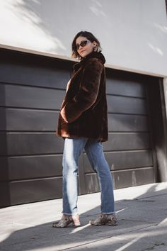 IDEAS ORIGINALES PARA HACER TU PRÓXIMA FOTO DE PERFIL | Mary Wears Boots Ideas Originales, Normcore, Street Style, Outfits, Fashion, Funny Photos, Photo Poses, Tactical Guns, Profile